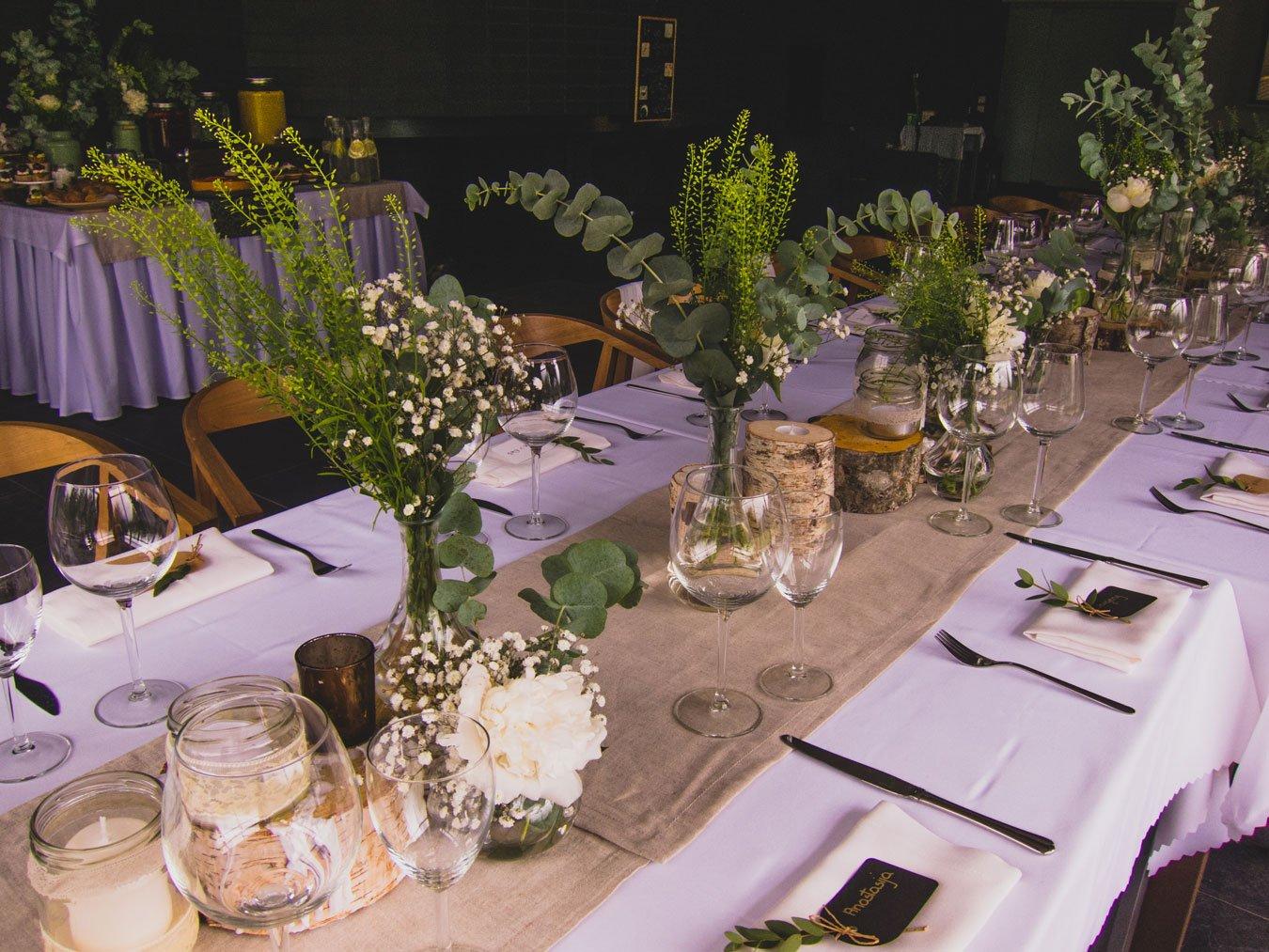 Planuojant itališkas vestuves, tiesiog būtina dengti vieną ilgą ar U formos stalą